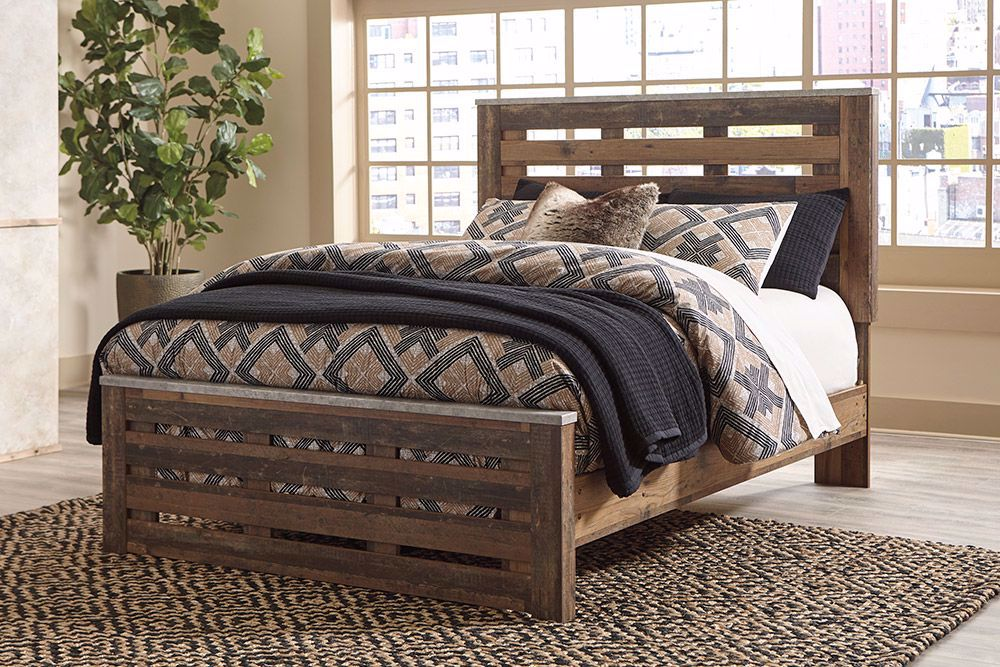 Picture of Chadbrook Queen Panel Bed Set