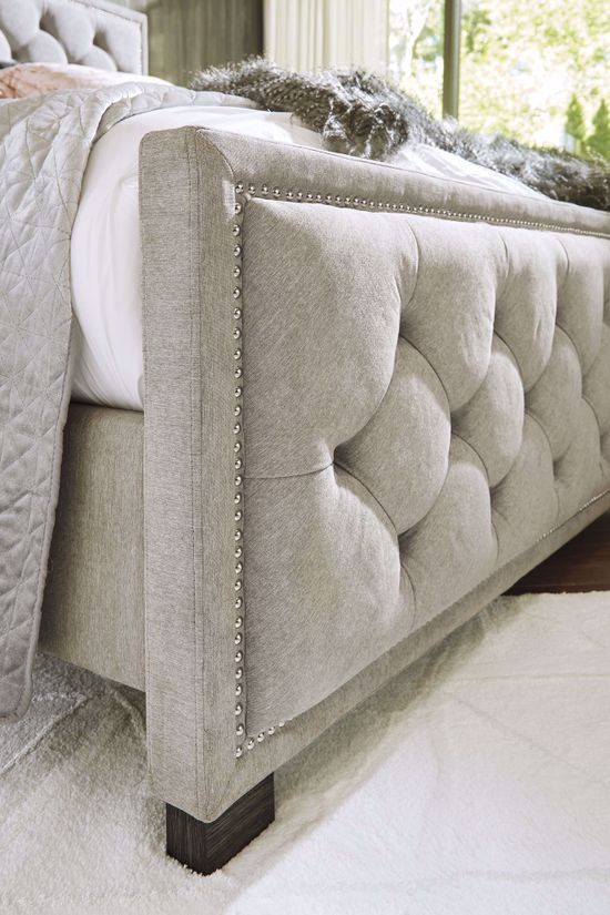 Picture of Bellvern Queen Upholstered Bedset