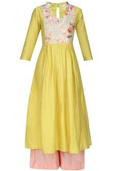 Mustard kalidaar kurta and peach straight pants set by Anshul Apoorva-The DramaQueens