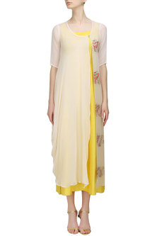 Light peach embroidered kurta with mustard inner layer by Anshul Apoorva-The DramaQueens