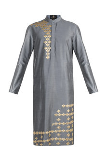 Grey Embroidered Kurta by Diya Rajvvir Men