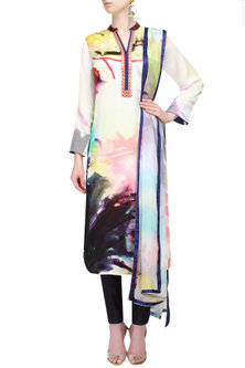 Off white hand painted kurta with dupatta by Flamingo By Shubhani Talwar