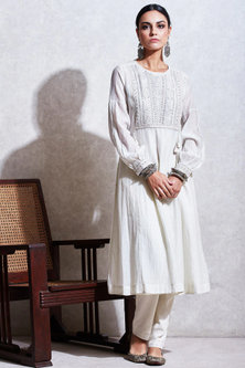 White Embroidered Kurta With Pants by Ritu Kumar