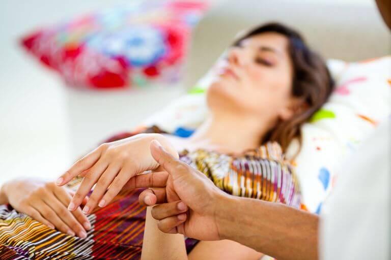 Manfaat dan Bahaya Hipnoterapi