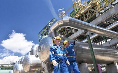 Lapangan minyak Belato di Kabupaten Sarolangun, Provinsi Jambi mulai menjalankan produksi pertama ke...
