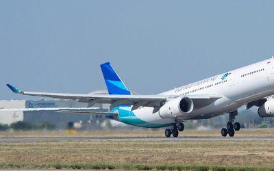 Pesawat Airbus A330-300 milik maskapai penerbangan BUMN PT Garuda Indonesia (Persero) Tbk. / Airbus....