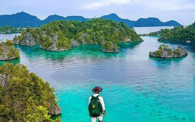 Ilustrasi wisata pantai Pulau Sombori, Sulawesi Tengah. / Facebook @TravelokaID\n