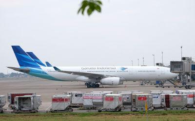 Maskapai penerbangan   Garuda Indonesia tampak terparkir di Bandara Soekarno Hatta, Tangerang, Bante...