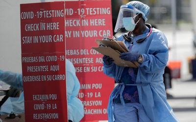 Petugas medis di salah satu rumah sakit di Amerika/foto: Voice of America\n