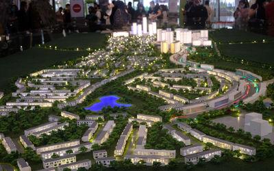 Tampak maket Mega Proyek Kota Mandiri dan Satelit Baru Kota Podomoro Tenjo yang dipamerkan di Atrium...