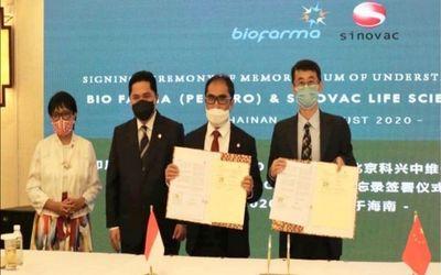 Penandatanganan kerja sama antara PT Bio Farma dan Sinovac Biotech China dalam pengadaan vaksin COVI...