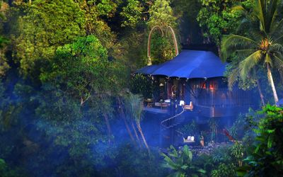 Hotel Capella Ubud, dirancang oleh arsitek ternama Bill Bensley. / Capellahotels.com\n