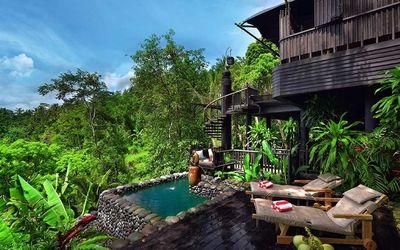 Hotel Capella Ubud, milik warga Indonesia, yang baru dua tahun beroperasi di desa Keliki, Tegalalang...