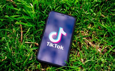Ilustrasi aplikasi media sosial berbagi video TikTok asal China. / Pixabay\n