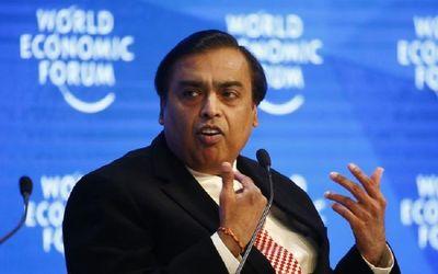Pemilik perusahaan minyak dan gas bumi asal India Reliance Industries Mukesh Ambani menjadi orang te...