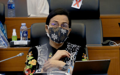 Menteri Keuangan, Sri Mulyani Indrawati mengikuti rapat kerja dengan Badan Anggaran DPR di komplek P...