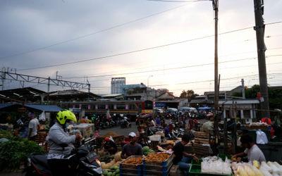 Suasana kios pedagang di Pasar Kebayoran Lama, Jakarta, Selasa, 6 Oktober 2020. Jika pandemi tak bis...