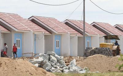 Suasana pembangunan perumahan bersubsidi kawasan Kecamatan Mauk Kabupaten Tangerang, Banten, Jum&#82...
