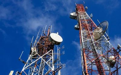 Ilustrasi menara telekomunikasi BTS / Shutterstock\n