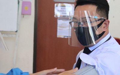 Gubernur Jawa Barat Ridwan Kamil saat menjadi relawan uji klinis fase 3 vaksin COVID-19 buatan Sinov...