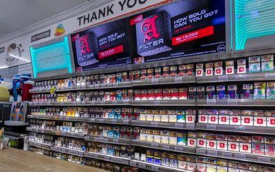 Ilustrasi cukai rokok dan cukai hasil tembakau (CHT) / Shutterstock\n