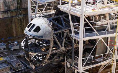 Kapal Selam Perle yang rusak parah karena terbakar/War Zone\n