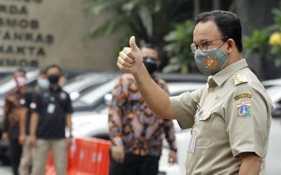 Gubernur DKI Jakarta, Anies Baswedan tiba untuk memenuhi panggilan kepolisian di Mapolda Metro Jaya,...