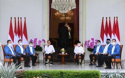 Presiden Joko Widodo dan Wakil Presiden Maruf Amin mengumumkan reshuffle kabinet pada Selasa, 22 Des...