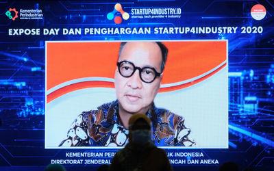 Menteri Perindustrian, Agus Gumiwang menyampaikan sambutannya saat hadir secara virtual pada penyera...