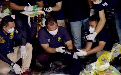 Barang-barang penumpang pesawat Sriwijaya Air SJ182 rute Jakarta – Pontianak yang jatuh di per...