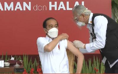 Presiden Jokowi menerima vaksin COVID-19/YouTube\n