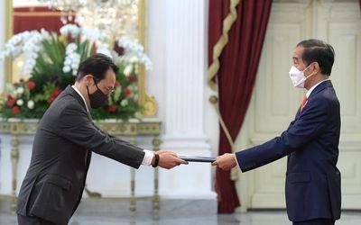 Duta Besar Jepang untuk Indonesia Kenji Kanasugi dalam serah terima jabatan oleh Presiden Indonesia ...