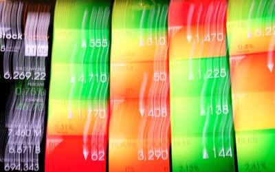 Layar pergerakan indeks harga saham gabungan (IHSG) di gedung Bursa Efek Indonesia (BEI), Jakarta, S...