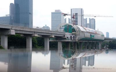 Suasana proyek pembangunan stasiun kereta Light Rapid Transit (LRT) Jabodebek di Dukuh Atas, Jakarta...