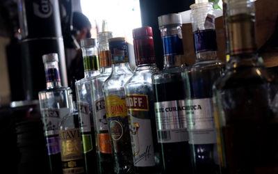 Sejumlah minuman beralkohol atau miras tampak di salah satu cafe di kawasan Kemang, Jakarta, Selasa,...