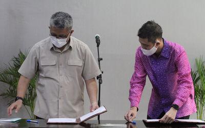 Sekretaris Jenderal Kementerian Kesehatan RI drg. Oscar Primadi, MPH bersama  CEO & Cofounder H...