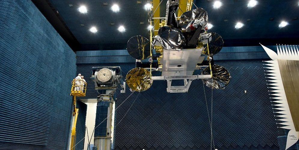 Tampilan satelit yang dibuat oleh China Great Wall Industry Corporation tersebut memiliki berat 5.550 kilogram dengan bobot roket peluncur mencapai 425.800 kilogram. / Perseroan\n