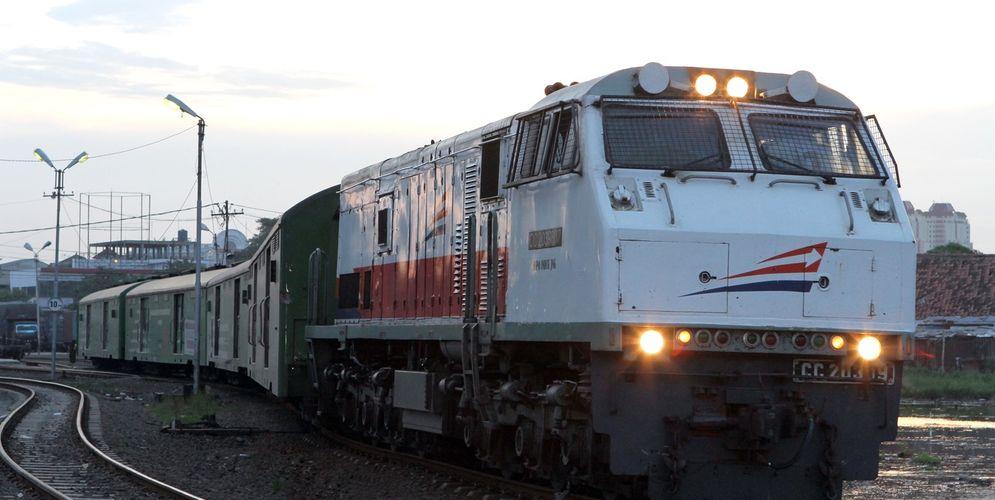 Kereta Api Indonesia (KAI). / Cargo KAI Indonesia\n