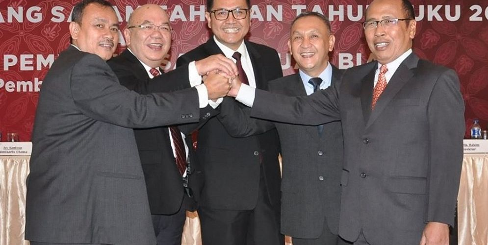 Susunan Direksi PT Bank Pembangunan Daerah Banten Tbk. (BEKS) yang disahkan oleh Rapat Umum Pemegang Saham Tahunan dan Luar Biasa di Serang, 12 April 2017. (Dari kiri ke kanan) Jaja Jarkasih (Direktur), Lungguk Gultom (Direktur), Fahmi Bagus Mahesa (Direktur Utama), Bambang Mulyo Atmodjo (Direktur), Rudy Dhian Dwimaya (Direktur) / Facebook @bpdbanten\n