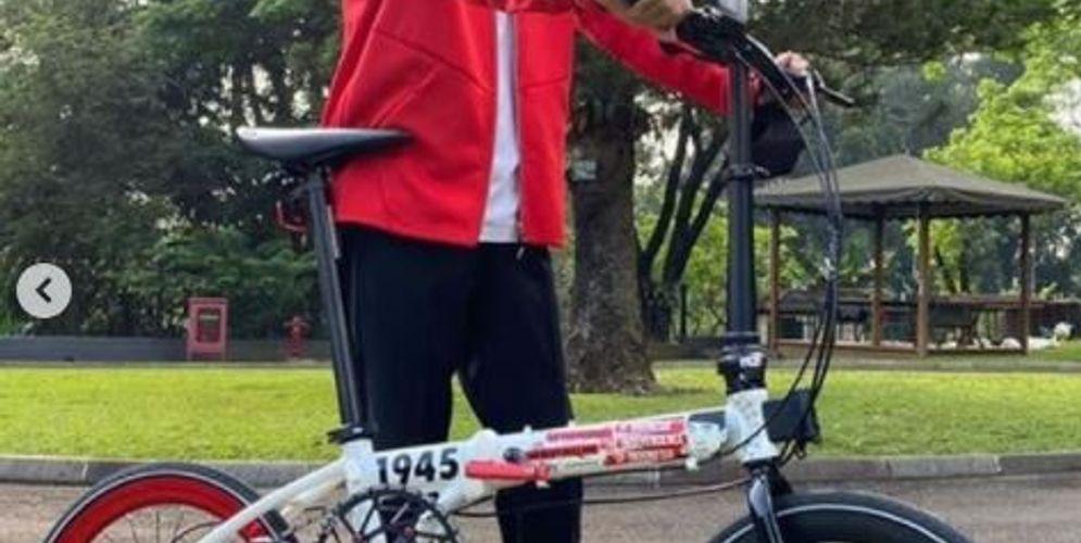 Tangkapan layar Presiden Joko Widodo mengunggah foto sebuah sepeda Kreuz buatan Indonesia. / Instagram @Jokowi\n