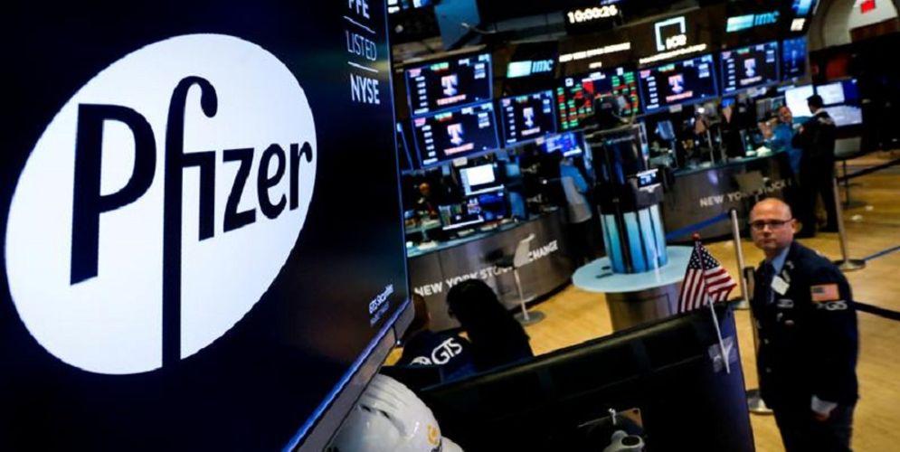 Ilustrasi vaksin Pfizer dan gerak harga saham di pasar modal Amerika Serikat / Reuters\n