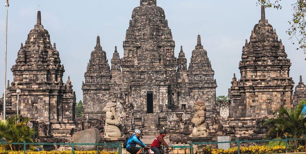 Bersepeda sambil wisata di Candi Borobudur hingga Prambanan / Dok. BUMN\n