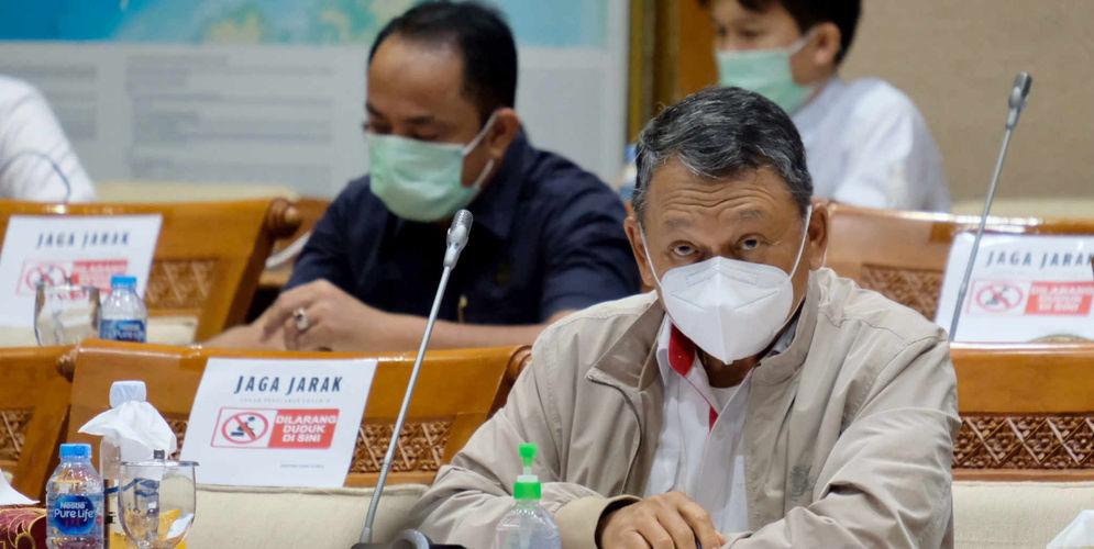 Menteri Energi dan Sumber Daya Mineral (ESDM) Arifin Tasrif saat hadir dalam rapat kerja dengan Komisi VII DPR di komplek Parlemen, Senayan, Jakarta, Rabu, 2 Juni 2021. Foto: Ismail Pohan/TrenAsia\n