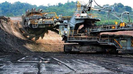 Aktivitas tambang batu bara PT Bukit Asam/ Kaltim Post\n