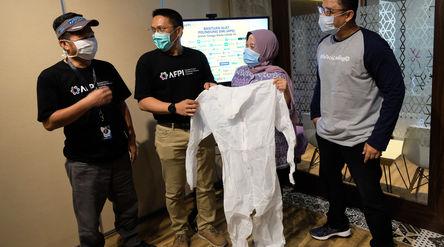 Ketua Harian Asosiasi Fintech Pendanaan Bersama Indonesia (AFPI), Kuseryansyah (Kiri) Bersama Kepala...