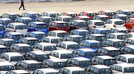 Ratusan mobil yang akan di ekspor di Site PT Indonesia Kendaraan Terminal, Sindang Laut, Kali Baru, ...