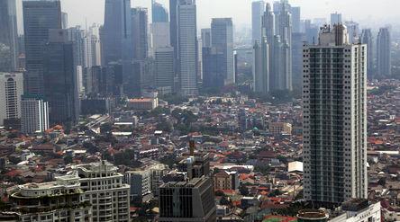 Lanskape gedung perkantoran dan hunian vertikal diambil dari kawasan Mega Kuningan, Jakarta. Foto: I...