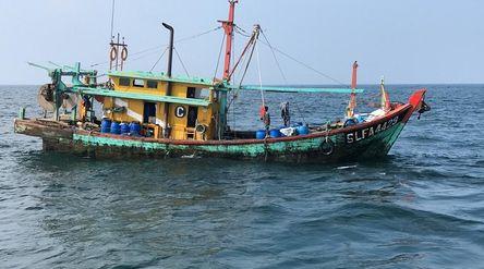 Kapal asing ilegal yang ditangkap tengah mencuri ikan di perairan Indonesia. / Dok. KKP\n