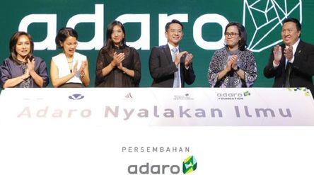 Bos Adaro Energy Garibaldi Thohir bersama Menteri Keuangan Sri Mulyani Indrawati. / Facebook @AdaroE...