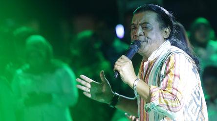Penyanyi Campursari Didi Kempot saat tampil di Komplek Parlemen Senayan. Foto: Ismail Pohan/TrenAsia...
